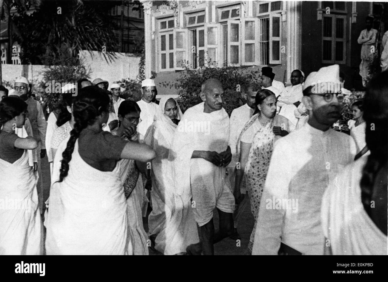 Mahatma Gandhi surrounded by his friends on his arrival in Delhi - Stock Image