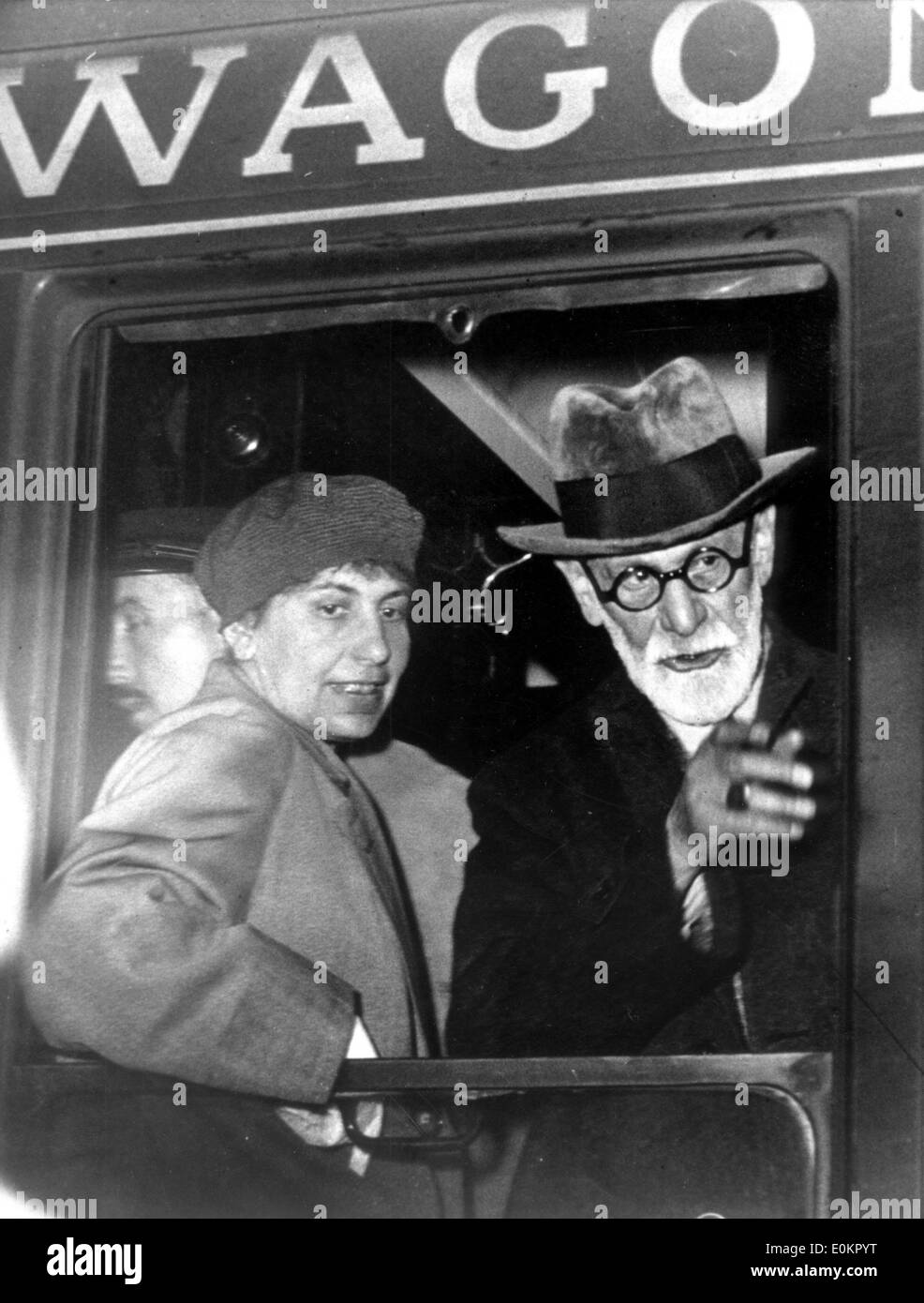 Sigmund Freud with daughter Anna Freud in a wagon - Stock Image