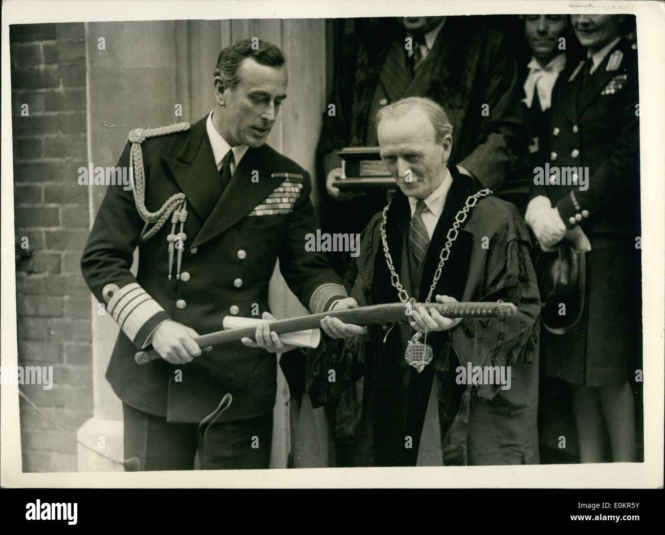 Jun. 06, 1946 - Lord Louis Mountbatten Received Freedom Of Romsey. Presents Souvenir To Ancient Borough: Admiral Stock Photo