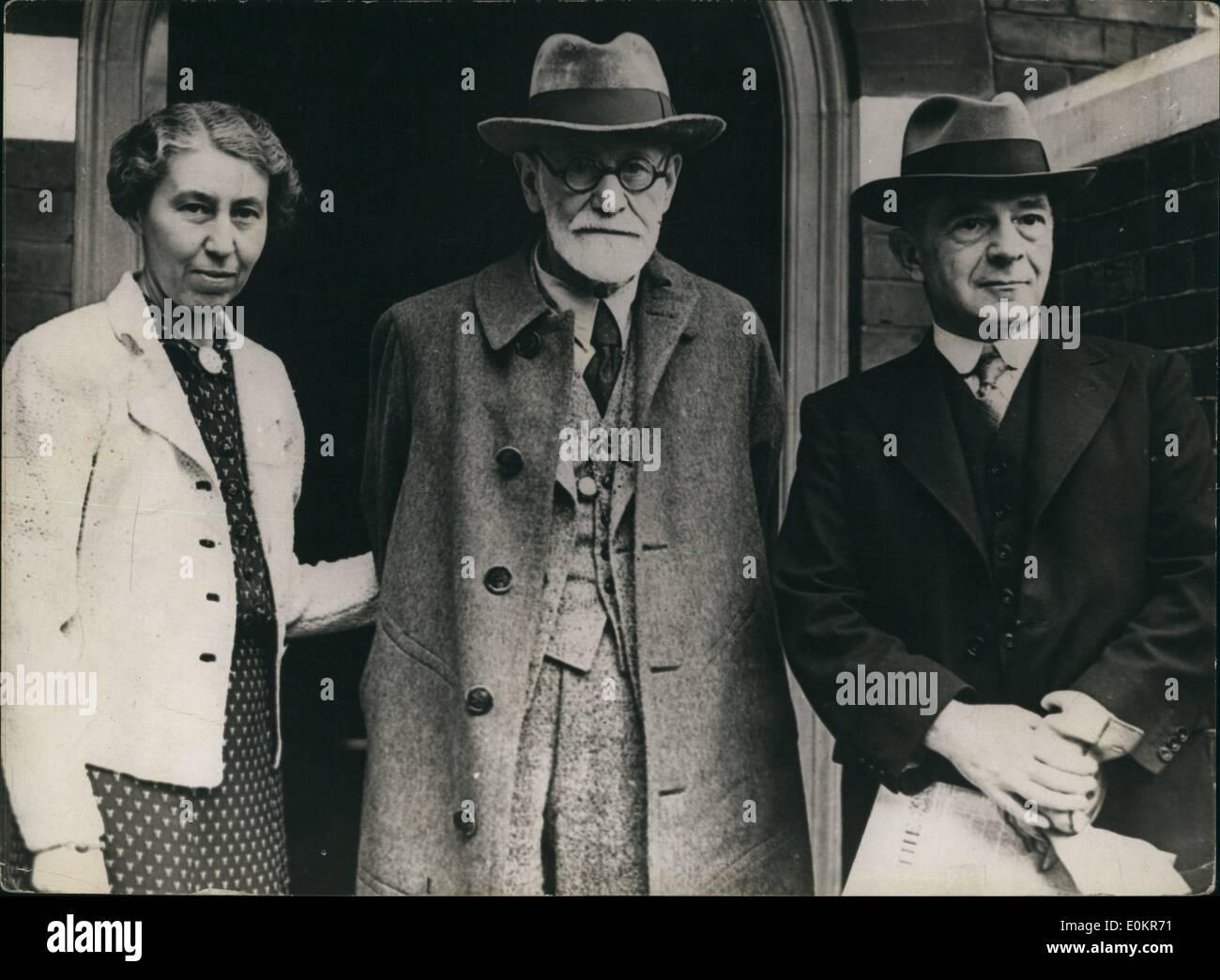 Jun. 06, 1938 - Prof Freud enter) with his daughter with Mr. Ernest Jones Sigmund. - Stock Image