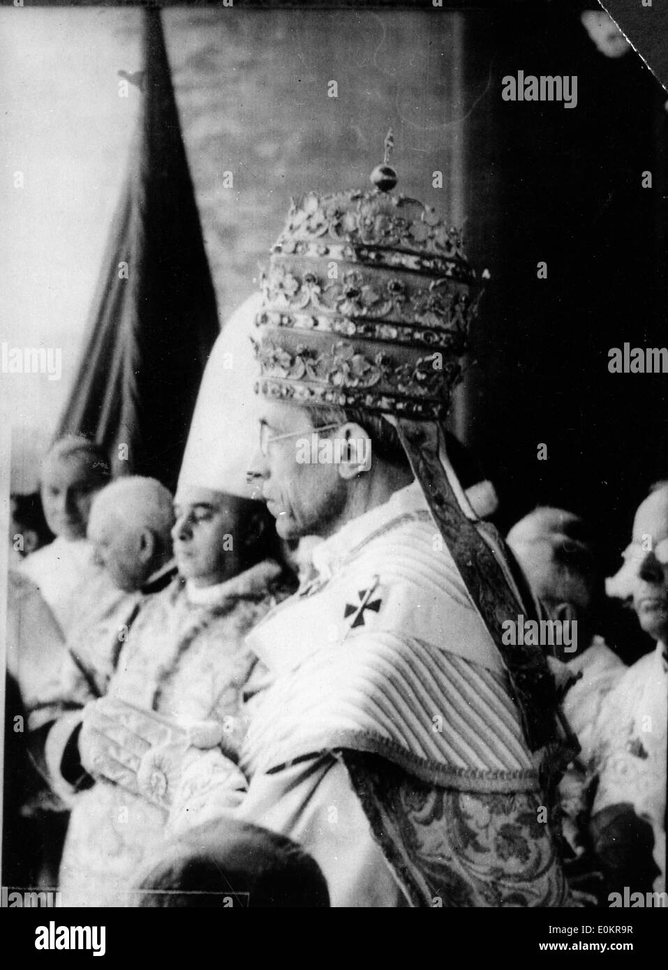 Pope Pius XII wearing the triple crown on the balcony of St. Peters - Stock Image