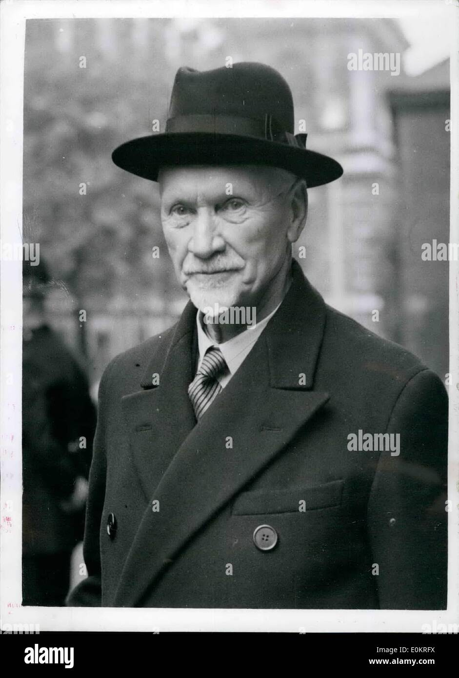 Oct. 10, 1946 - General Smuts sees the Prime Minister: General Smuts arrived at Northolt aerodome yesterday from Brussels. Today he visited Mr. Attlee at No. 10 Downing Street. Photo shows General Smuts photographed on arrival at No. 10 this morning. - Stock Image