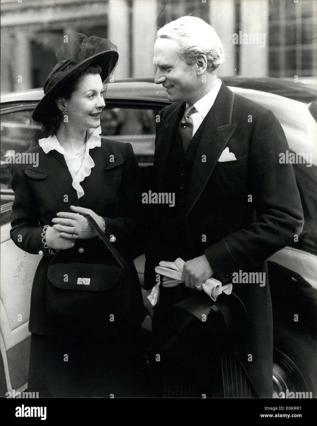 Jul. 08, 1947 - ''Hamlet'' receives his knighthood from the king, Sir Laurence Olivier at the Palace; Laurence Olivier the famous actor who has had his hair specially died for the part of ''Hamlet'' in the forthcoming film version of the play, visited the Palace this morning with his equally famous wife, Vivien Leigh, to be knighted by the king. Photo Shows Sir Laurence and Lady Olivier, seen after the investiture at the palace this morning. - Stock Image