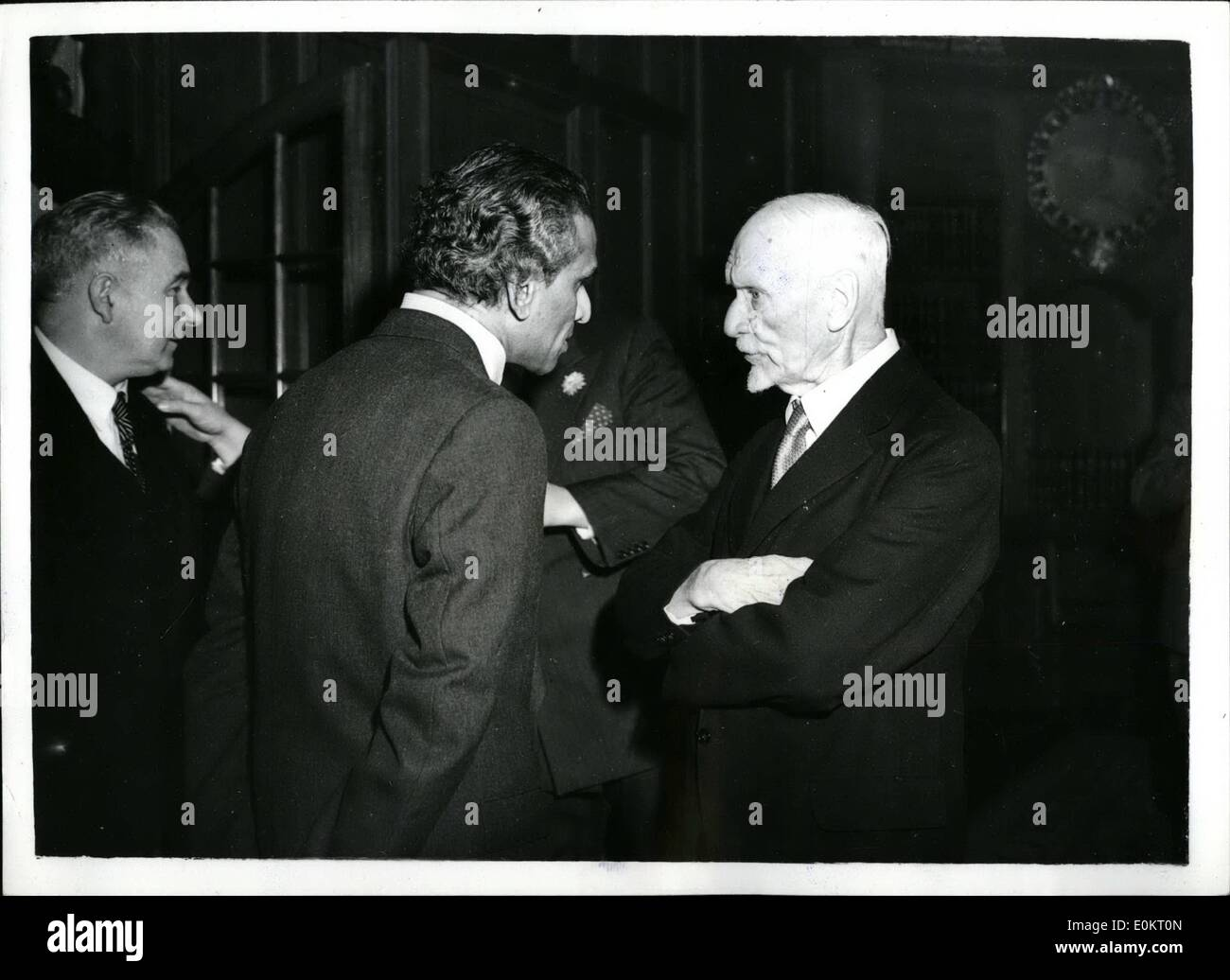 Nov. 23, 1949 - 23-11-49 General Smuts attends reception at South Africa House, chats to Mr. Krishna Menon. hoto Shows - Stock Image