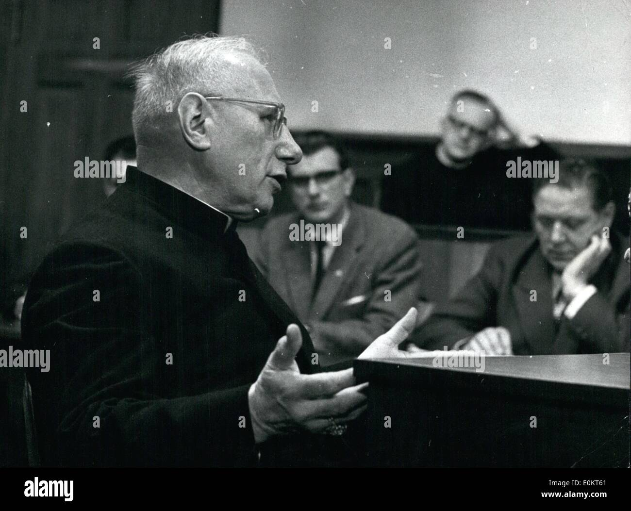 Dec. 12, 1948 - Munich Suffragan witness at the KZ-trail - At the process at the resize court in Bonn against Schubert and Sorge on Dec. 29th the Munich Suffragan Dr. Neuhausler appeared as witness. The Bishop was during his custody in the OPS: Suffragan Nouhausler in the witnessbox. - Stock Image