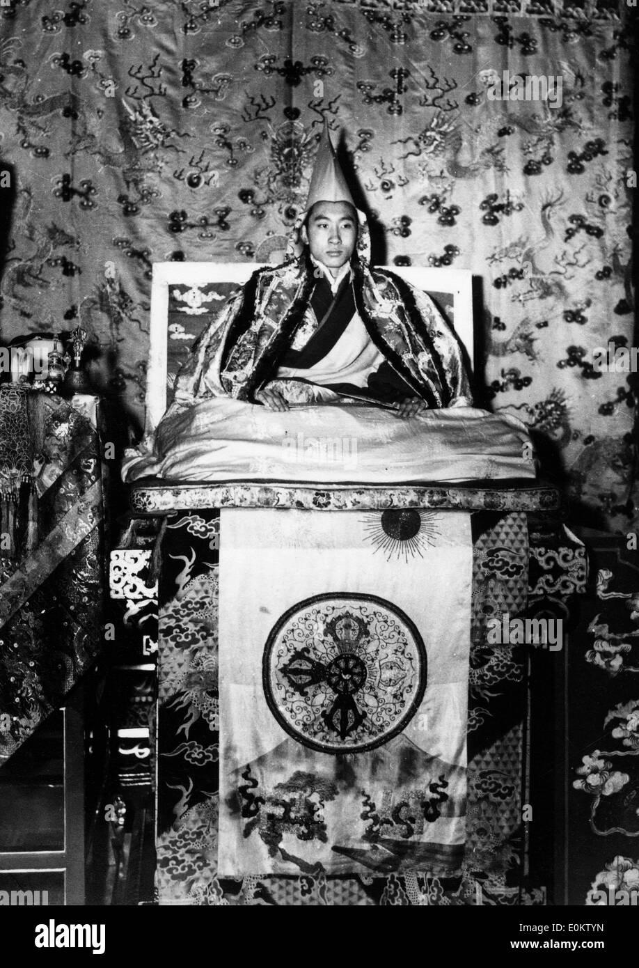 The 14th Dalai Lama upon his throne in Tibet - Stock Image