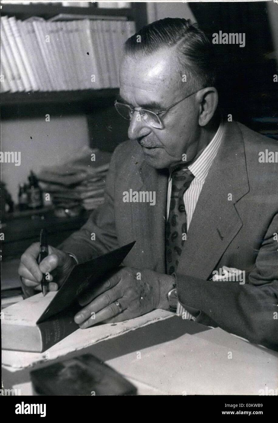 May 12, 1950 - Thomas Mann, the famous German writer, had a book signing for ''Doctor Faustus'' at the Martin Flinker Stock Photo