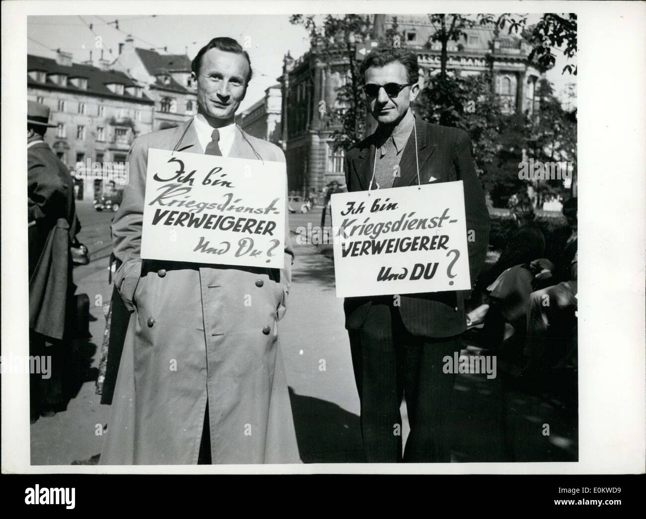 Sep. 28, 1951 - These men have placards around their necks stating that they are war objectors. They walked the - Stock Image