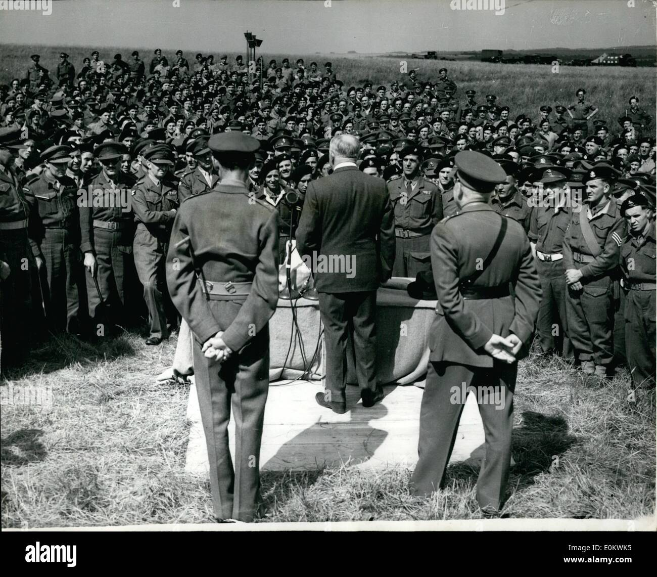Jul. 07, 1950 - Minister of defence inspects the territorials. addresses the troops. Mr. Shinwell the minister of defence paid a visit to the 40 Th. Armour-ed division (TA) in camp at windmill Hill, tidworth, Hants this afternoon. photo shows As seen from behinds Mr. Shiewell address the troops during his visit to Salisbury this afternoon. - Stock Image