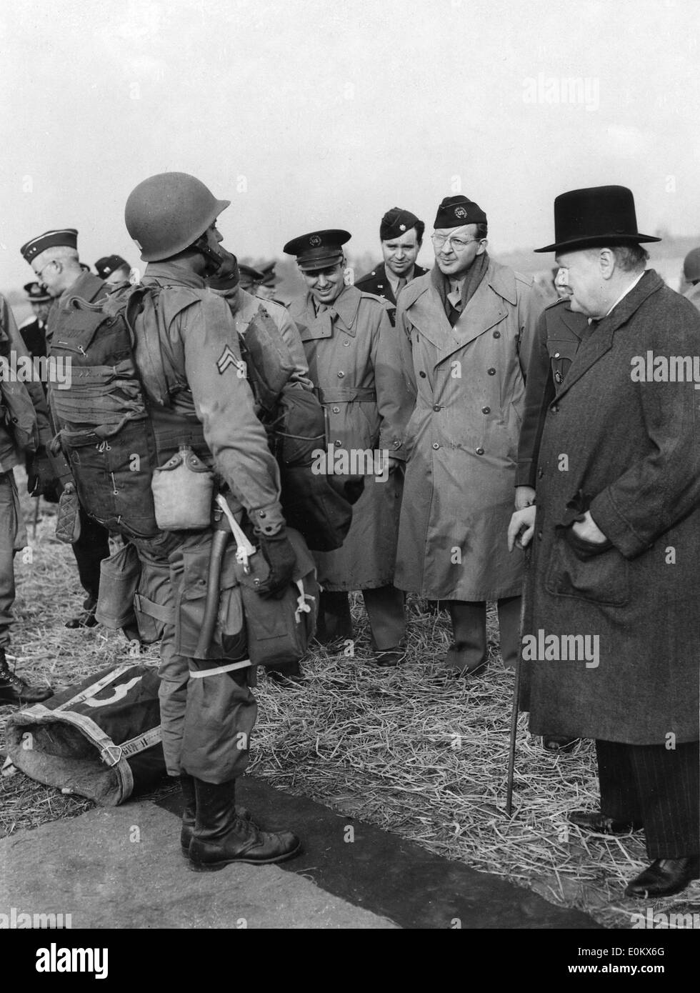 Sir Winston Churchill inspects U.S. Army paratrooper - Stock Image
