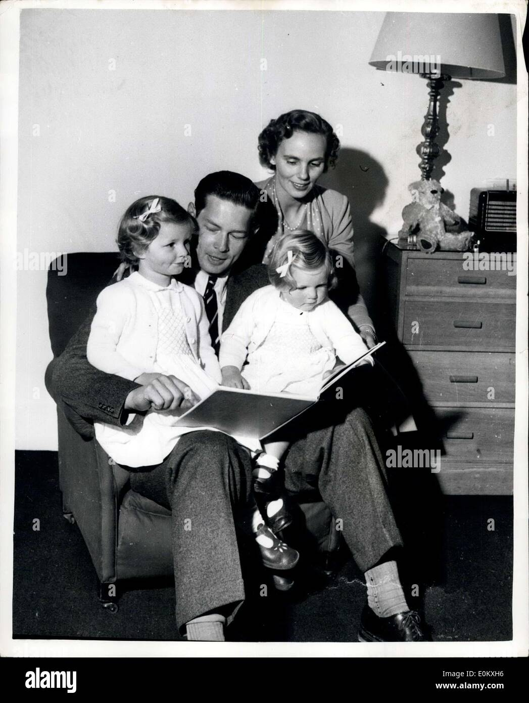 Sep. 23, 1952 - Ex-King Michael and his family at home, good night story for the young Princess: Ex-King Michael and Queen Anne - Stock Image