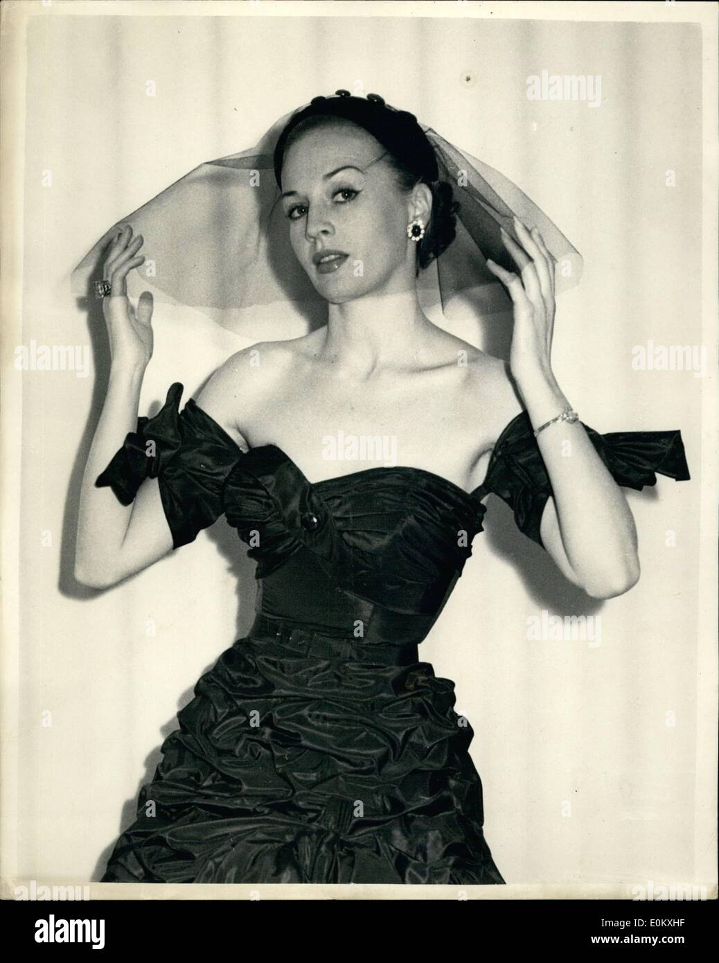 Sep. 30, 1952 - 30-9-52 Autumn Styles on Show in London. Big Guns is the name of this creation. Keystone Photo Shows: A strapless gown with detachable sleeves and black veiled skull cap and named Big Guns seen during the show of autumn styles by Rahvis in London today. - Stock Image