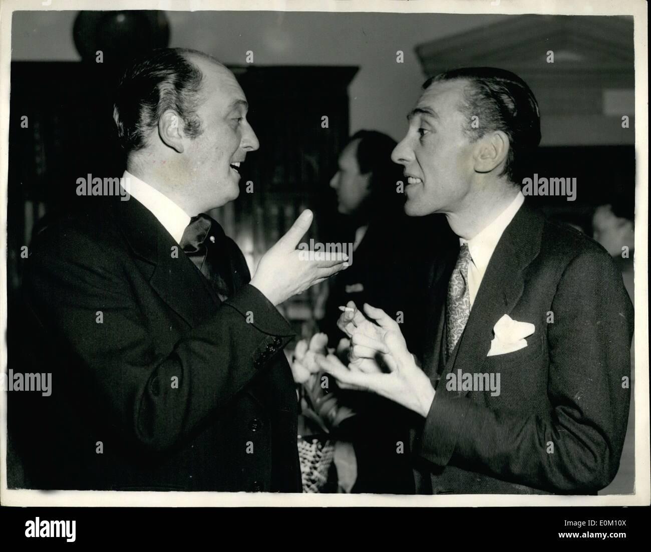 Jan 01 1953 Fashion Soiree To Designers Lady Kenneth Clark Stock Photo Alamy