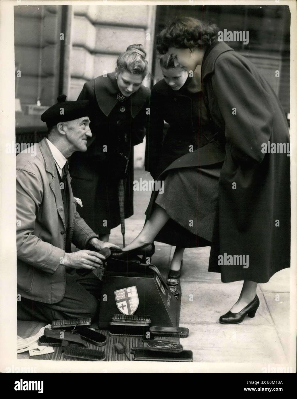 Feb. 23, 1953 - ''St. George'' the Aristocatic shoeblack of Piccadilly. He never charges women.: Quite a well known personality - Stock Image