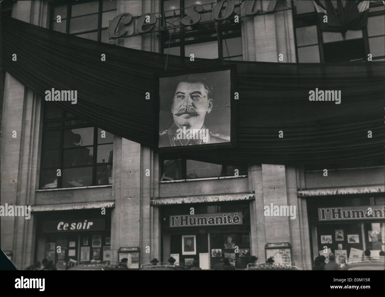 Mar. 03, 1953 - Stalin dead: The facade of the building where the French communist paper ''L'Humanite'' is located decorated in - Stock Image