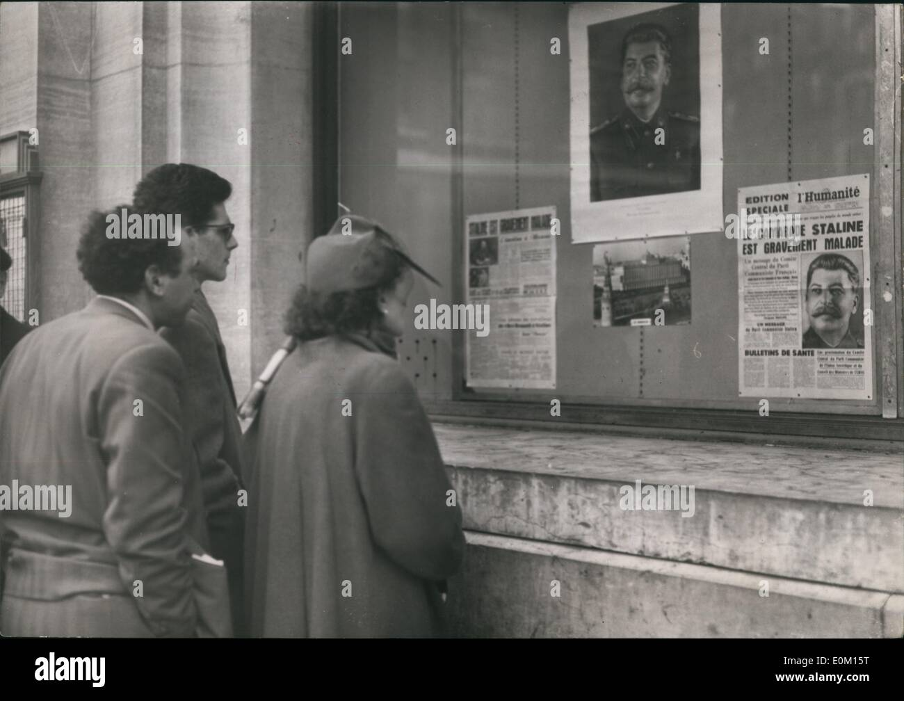 Mar. 03, 1953 - Stalin Gravely Ill : Passers- By read the communique published by the French communist paper ''L'Humanite'' in a special Edtion as Rumours of Stalin's Sudden illness Spread in Paris. - Stock Image