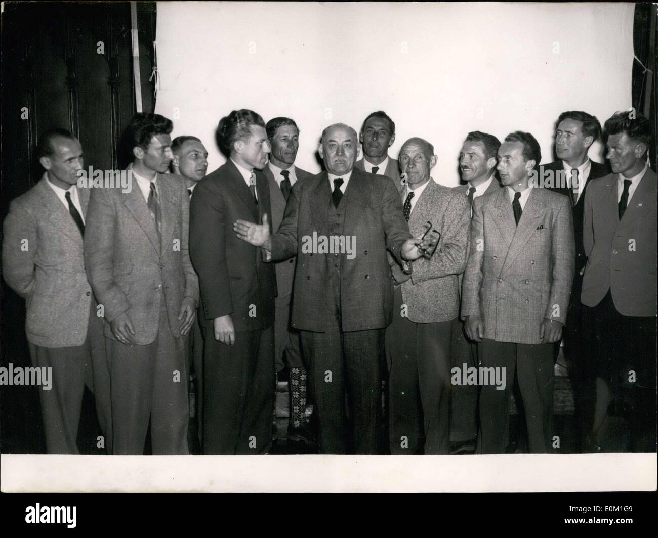 Mar. 26, 1953 - Thomas Wimmer, mayor of Munich, is pictured here with the German members of the Nanga Parbat Expedition, Stock Photo