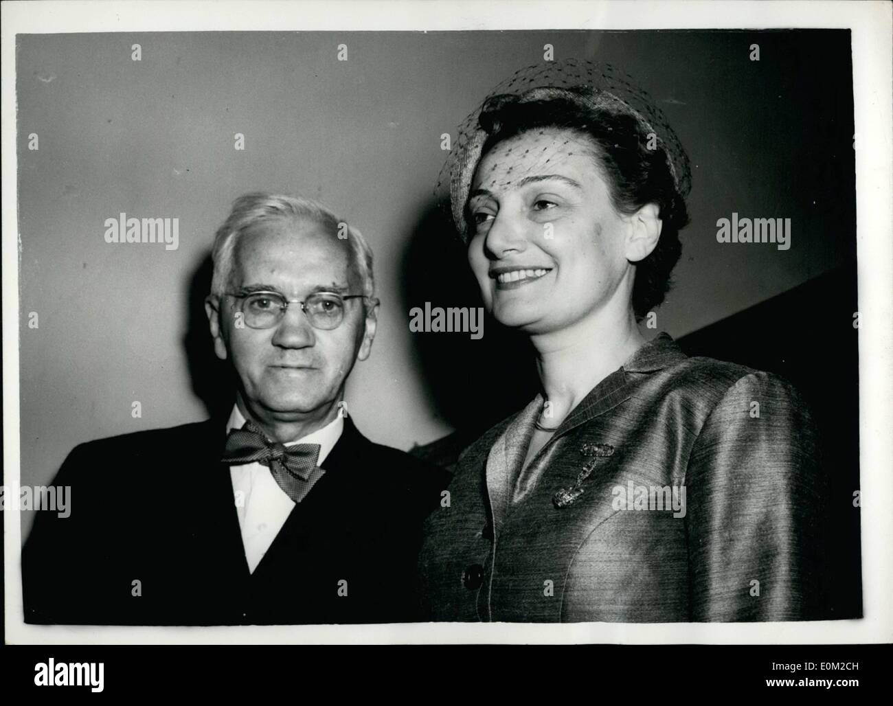 Apr. 04, 1953 - Sir Alexander Fleming weds.: Sir Alexander Fleming, the discoverer of penicillin, who is 71, was - Stock Image