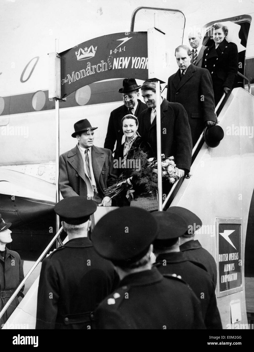 Actor Laurence Olivier and wife Vivien Leigh arrive in London - Stock Image