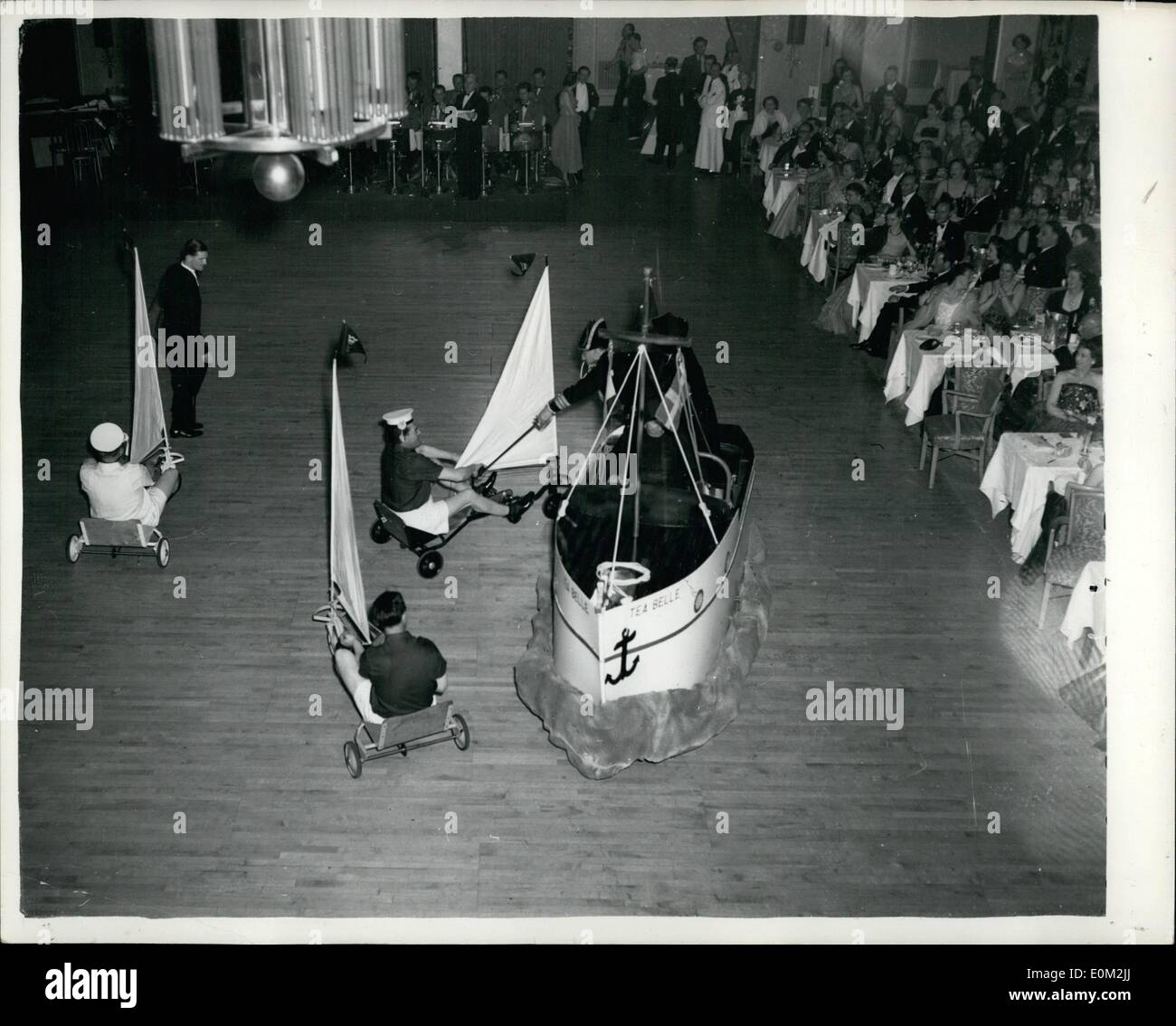Apr. 04, 1953 - Yacht race in a hotel: At the Lord's Taverners Ball, held at Grosvenor House last night, a novel yacht race was - Stock Image