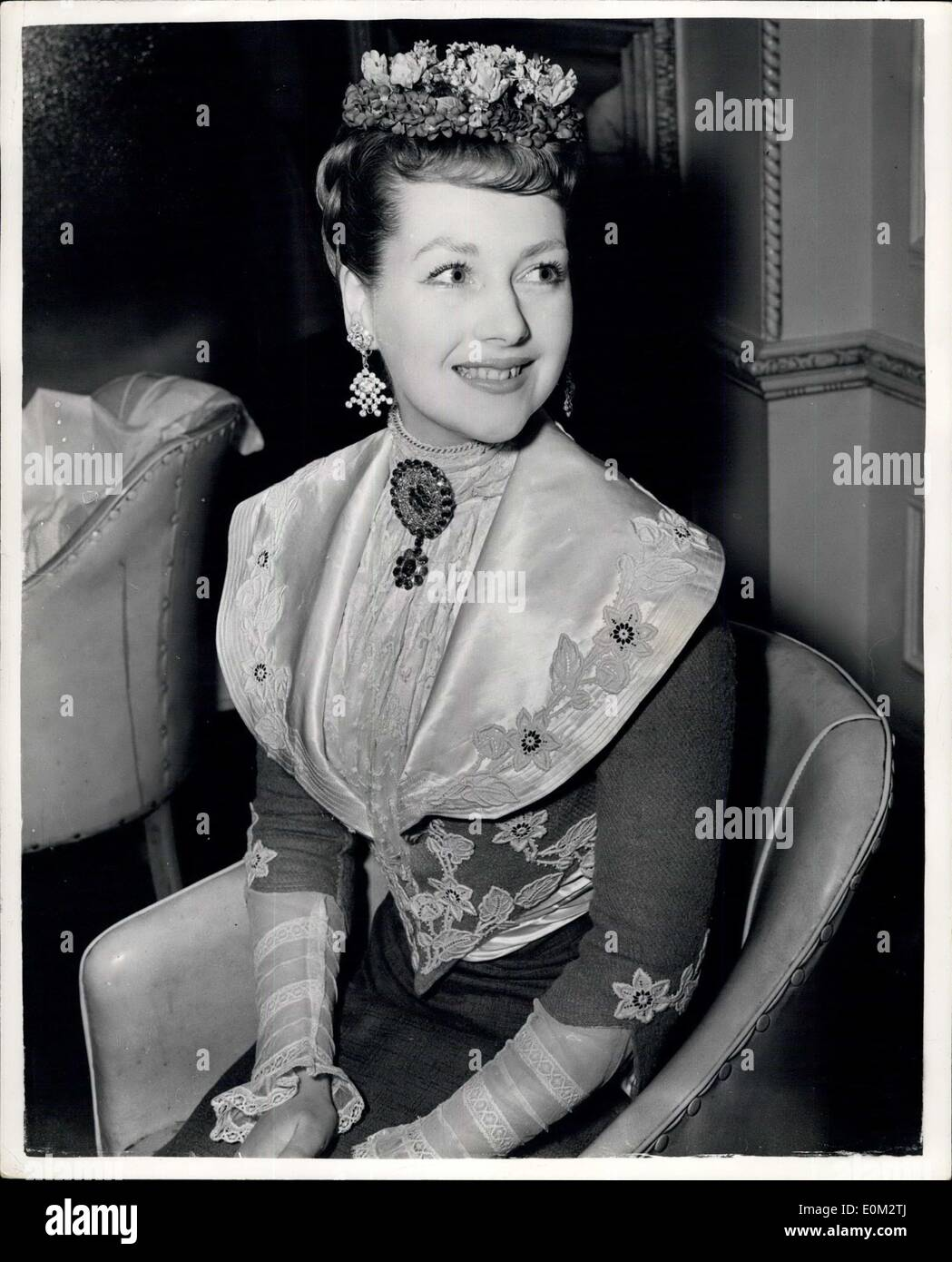 May 14, 1953 - The Hon. Mrs. Gerald Legge has a special hair-do 19th. Germany for Charity Show: The Hon. Mrs. Gerald Legge who is playing the part of a coquette in a special production of ''Lord and Lady Algy'' - paid a visit to the West End Hair Stylist Steiner to receive a special 19th. century hair-o. The show is to be produced aid the Children's Aid Association. Other members of the cast include Mrs. Ghislaine Alexander; Lord Porchester; Lord Ednam and Billie Wallace. Photo Shows Mrs. Gerald Legge having her hair dressed - 19th. century style - by Steiners. - Stock Image