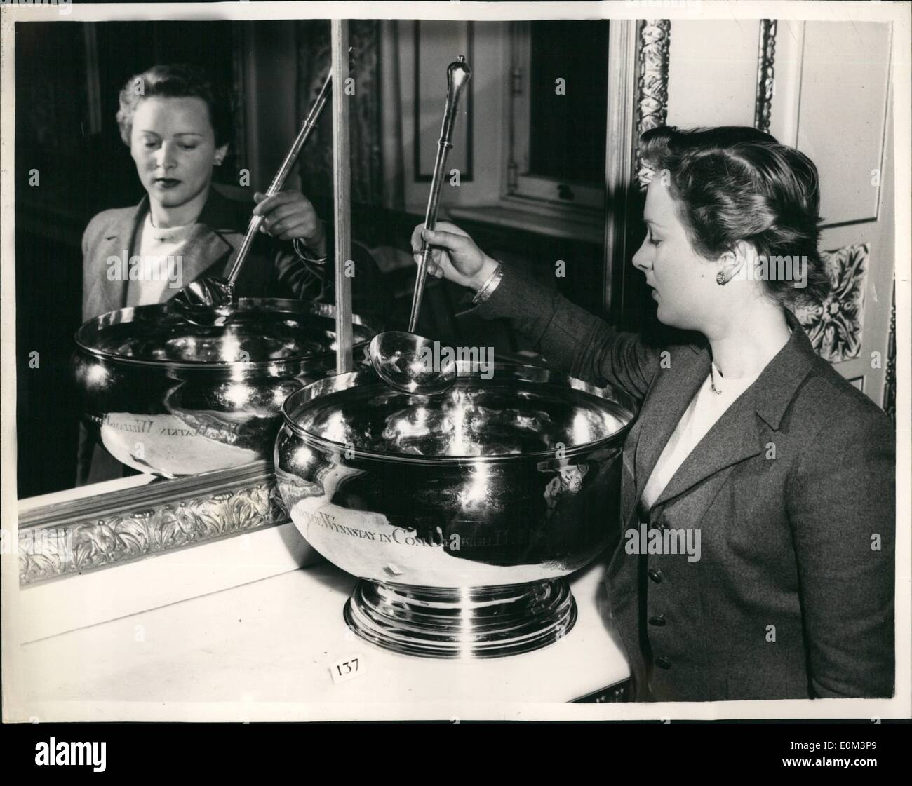 May 05, 1953 - Closely Guarded Relics of Kings on Show.Punch Bowl and Ladie from Jesus College: Items valued at about a Million - Stock Image