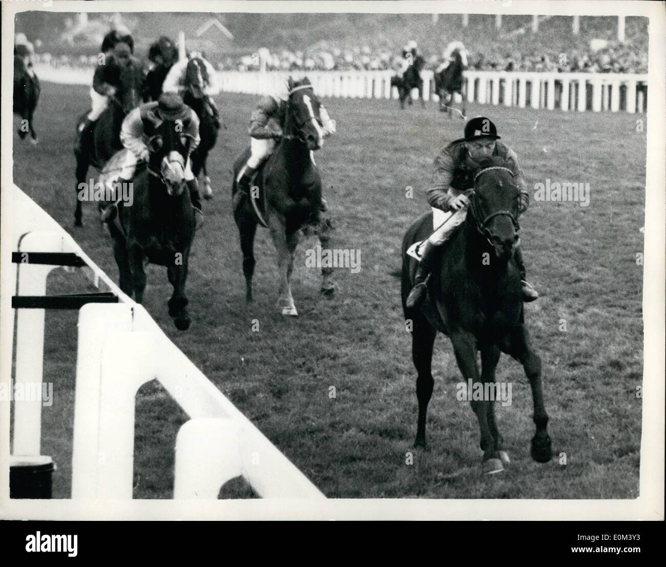 Jun. 06, 1953 - Queen Wins Royal Hunt Cup. Second-Day At Royal Ascot: Photo Shows H.M. Te Queen's Horse Choir Boy, ridden b D. Smith, seen winning the Roya;l Hunt Cup at Ascot today. From Brunetto (G. Richards), 2nd, and Hilltop (W.H. Carr), 3rd. Stock Photo