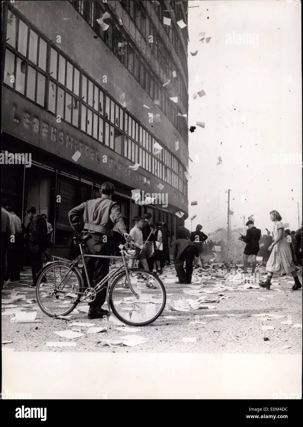 Jun. 18, 1953 - Ho-Building occupied by striking workers: In a broadcast aired last night, the Soviet-controlled East Berlin broadcasting station reported that ''Imperialistic gangsters and their East Berlin followers have 'Virtually' destroyed the HO-building, one of the few big Soviet-controlled shopping centers. The crowd stormed the building, penetrated, bills and papers right thru the windows into the sidewalk and on to the street while raging youngsters burned the ''rest of the HO-red-tape''. After the building was burned - Stock Image