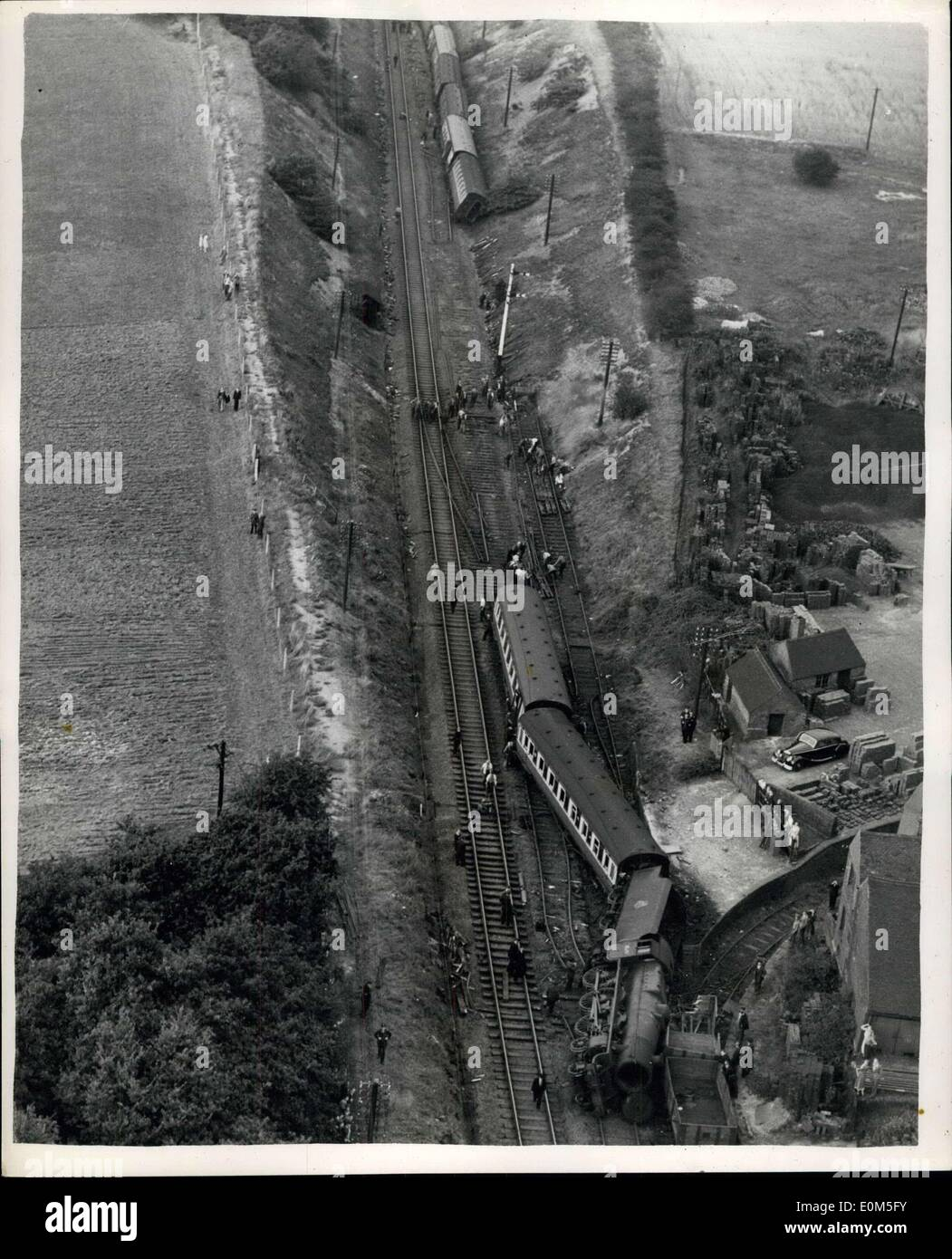 Aug. 17, 1953 - A New Rail Crash - Express Splits In Two: The steep sides of a cutting prevented the coaches overturning and averted serious casualties when an express broke in two and was derailed while travelling at 60 m.p.h., at Kingsbury, near Tamworth, Staffordshire, yesterday. There were 366 passengers aboard the 9.28 a.m. from Bradford to Bristol as it hurtled through the cutting which has steep banks 25-ft high on each side. The train began to away, than the engine and tender healed over and left the track, dragging the first two coaches with them - Stock Image