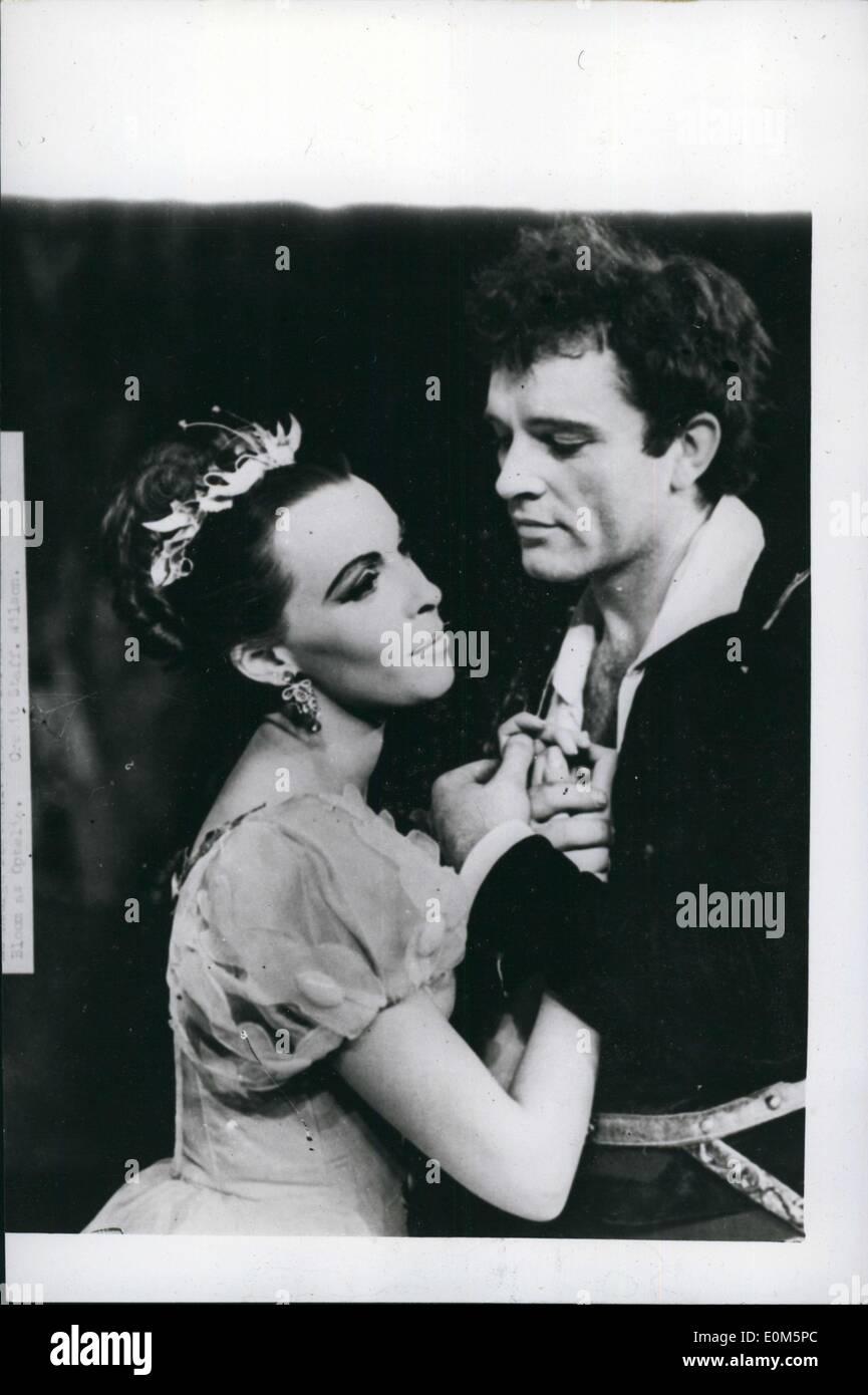 Aug. 24, 1953 - ''Hamlet'' by the old Vic Company. Edinburgh's festival of music and drama. Photo shows Claire Bloom as Ophelia, and Richard Burton as Hamlet - during the by by the old Vic Company, at the Assembly Hall, Edinburgh. - Stock Image