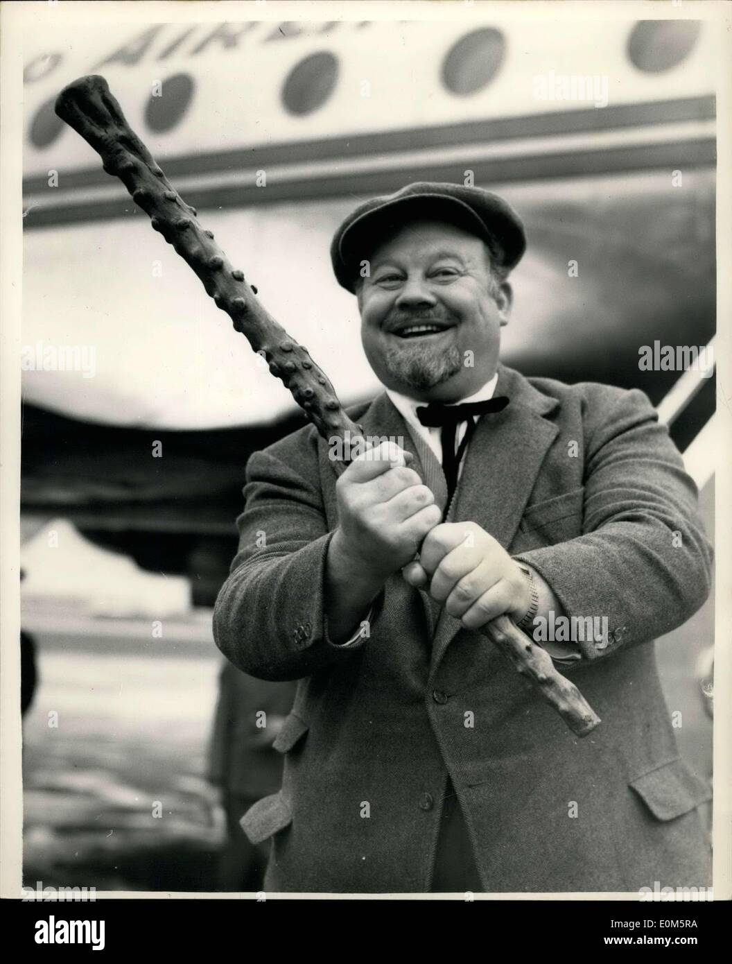 Aug. 29, 1953 - Burl Ives arrives in London by air; Bur Ives, the famous folk singer, arrived at London Airport this morning from Ireland. The new Burl Ives is two stone slimmer than his usual 22, but he must peel off another 4 stone from his mighty frame before shooting can begin on the new John Hustom film, in which he plays a 17th century minstrel. He is here to see his tailot so that his wardrobe can be altered to fit the new dimensions. He will leave London for New York onSept. 2nd - Stock Image