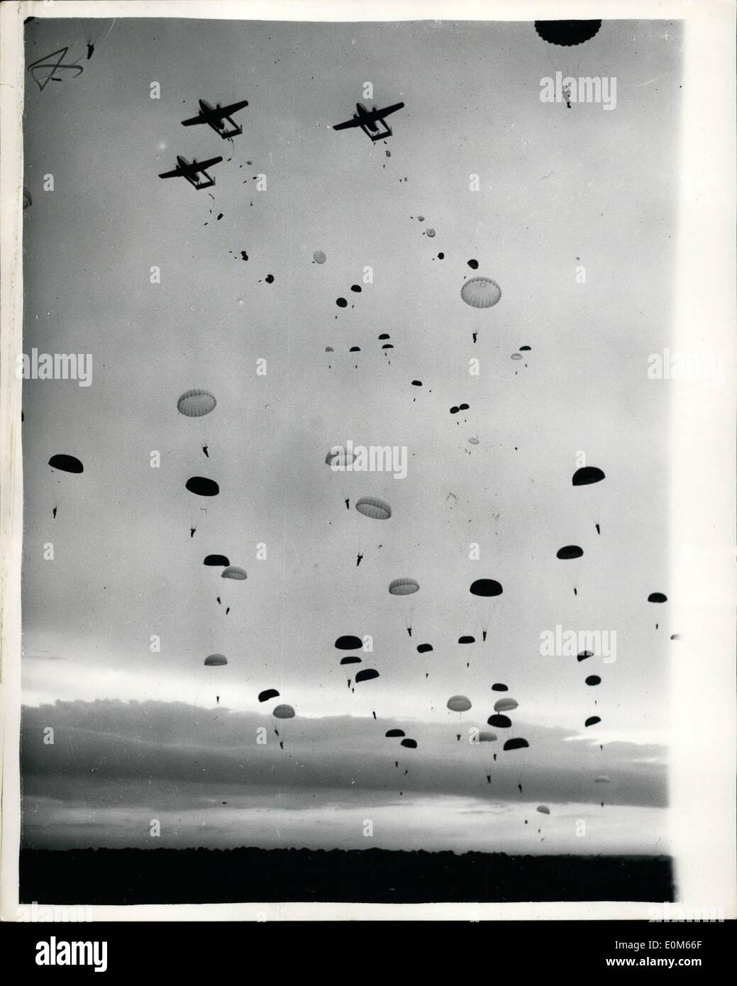 Sep. 09, 1953 - ''Terriers'' Drop From The Sky. Yesterday afternoon, anniversary of Arnhem, 1,200 Territorials dropped from the - Stock Image