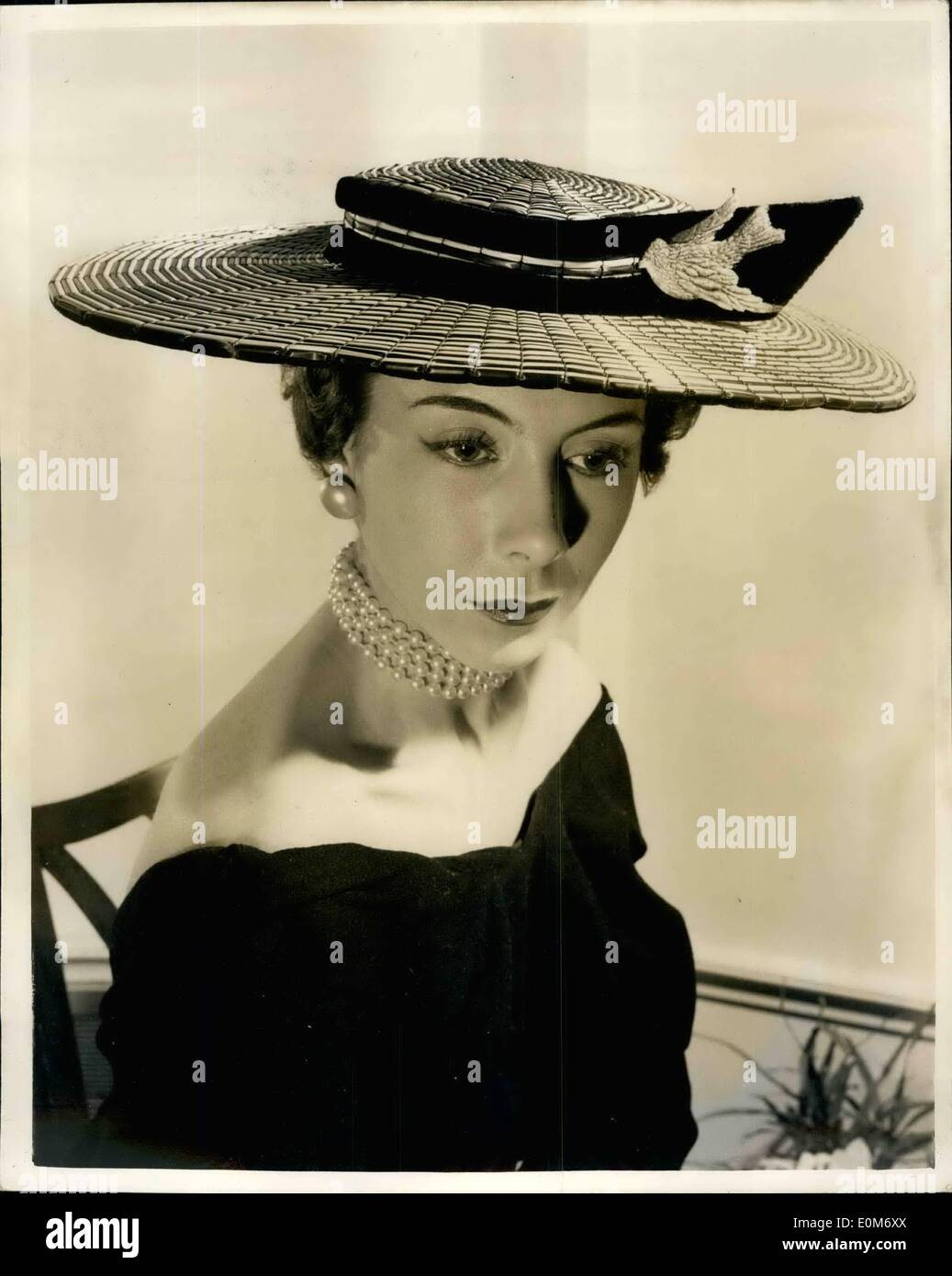Nov. 09, 1953 - 9-11-53 Model Millinery on show in London. keystone Photo Shows: A most unusual hat in bamboo straw in navy and - Stock Image