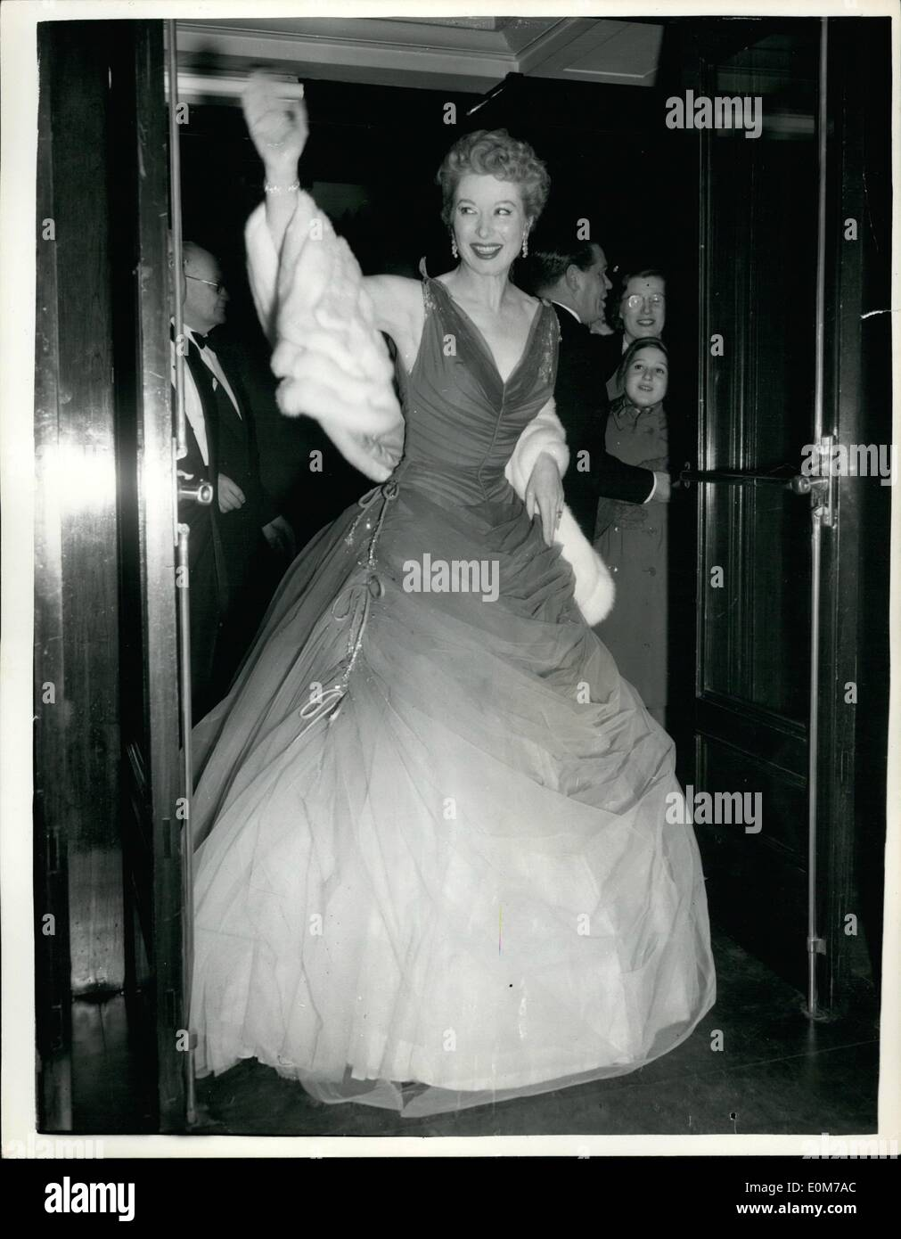 Nov. 11, 1953 - Last Night's Premiere of the Film - ''Julius Caesar'' at the Carlton Cinema Haymarket - Photo Shows - Miss Greer garson, One of the Sters of the Film, Waves to the Cheering crows when she arrived for the Premiere last night. - Stock Image