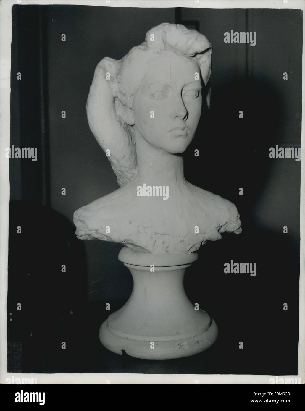 Feb. 11, 1954 - Cast ''Like The Queen'' Removed: A plaster cast of a girl's head and shoulders, being used for display purposes - Stock Image