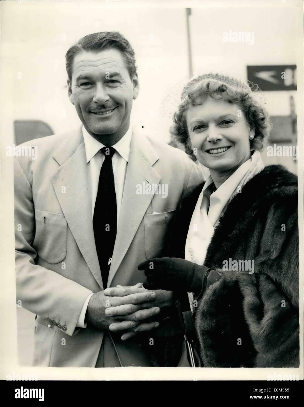 Apr. 04, 1954 - Errol Flynn arrives. Hollywood film star Errol Flynn, who is to star with Anna Neagle in her next - Stock Image