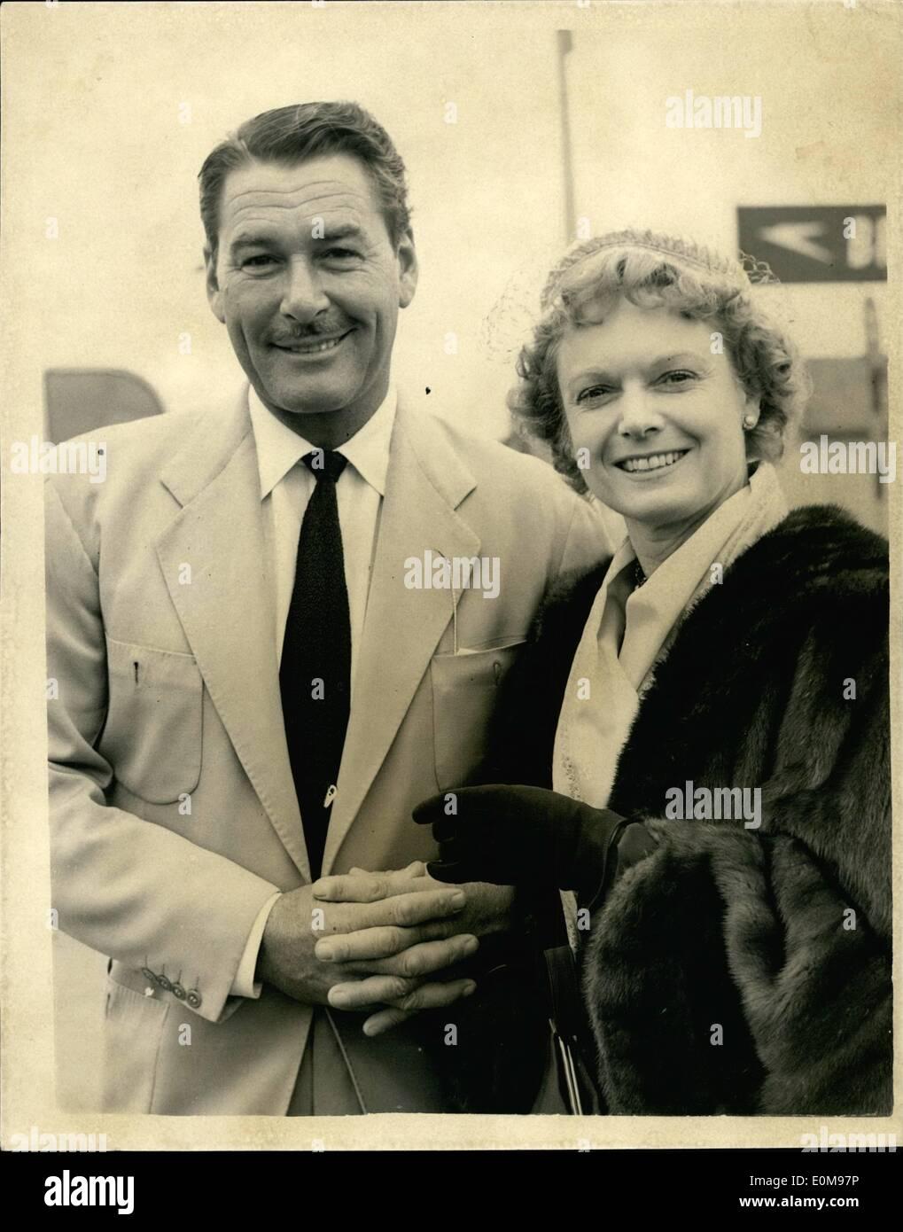 Apr. 04, 1954 - Errol Flynn Arrives.: Hollywood film star Errol Flynn, who is to star with Anna Neagle in her next - Stock Image