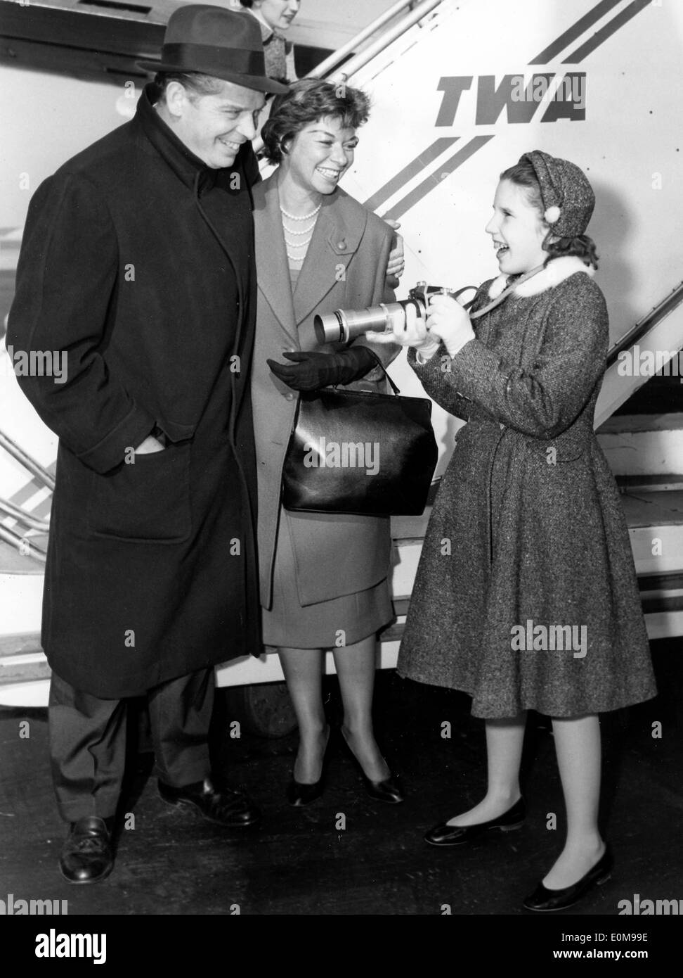 Actor Milton Berle boards plane with family - Stock Image