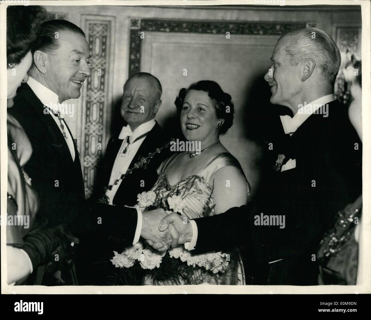 Mar. 03, 1954 - Colonel released on bail-attends Banquet. Colonel Norman Shakes hands with defence Minister.: Colonel Frank Norman, 56 year old Chairman of the Westminster Chamber of Commerce was arrested in his Regent Street Office yesterday and charged with being concerned in the attempted export of £214,000 worth of copper to being the Iron Curtain. He was released and bail - an then last evening he attended a banquet at the Dorchester Hotel and responded to a toast - to the Westminster Chamber of Commerce - after it had been proposed by Mr. Lloyd George the Food Minster - Stock Image