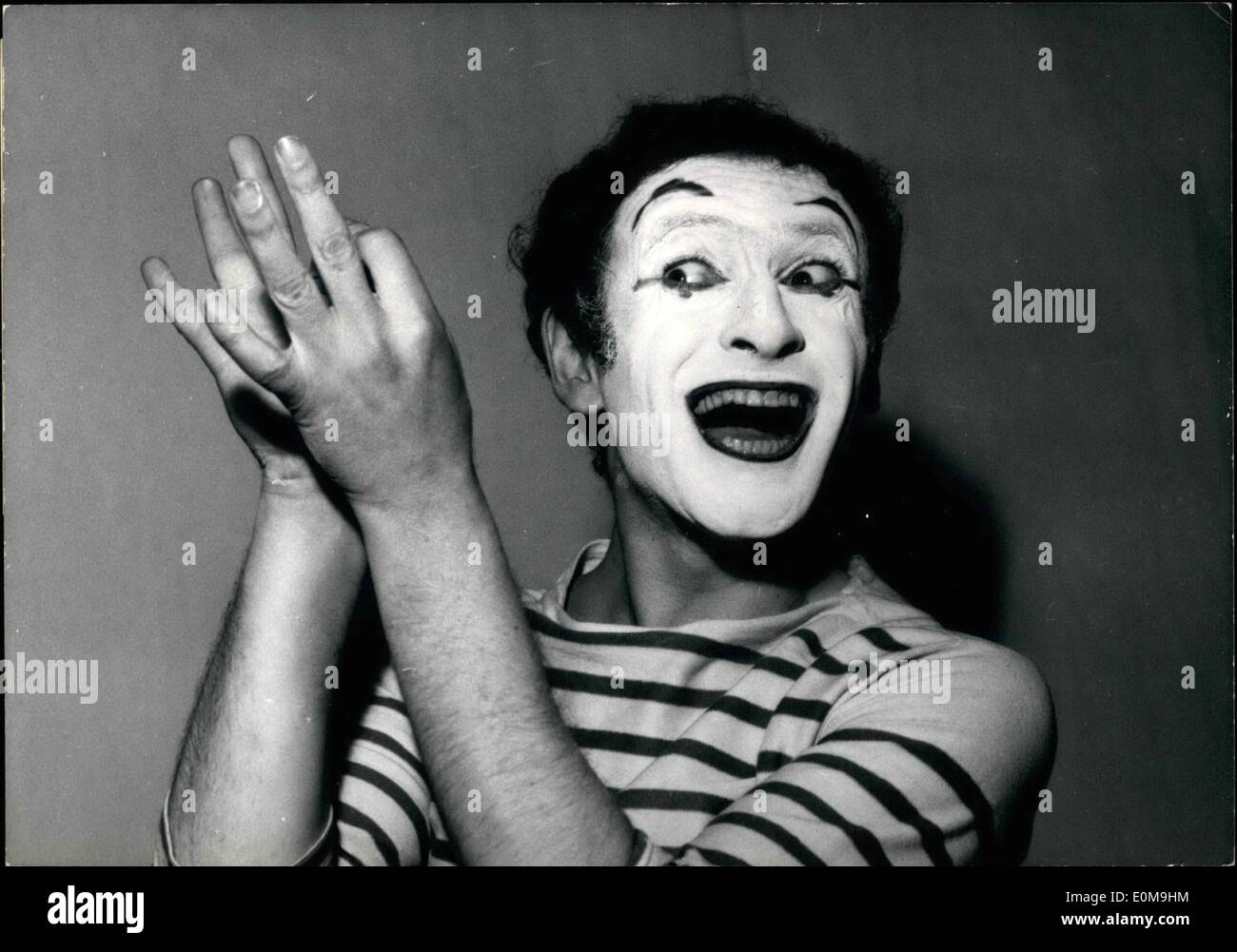 Apr. 04, 1954 - Famous French Mime back to Paris: After a successful tour in America and japan, Marcel Marceau, the famous French Mime, and his company are back in Paris. Marcel Marceau rehearsing for his new show shortly to start at the theatre Ambigu, Paris - Stock Image