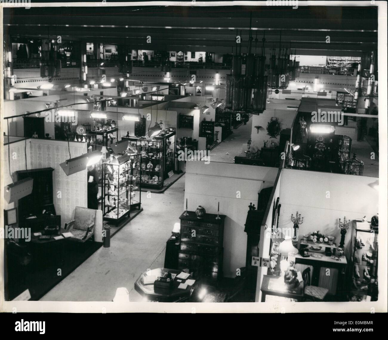 Jun. 06, 1954 - Antique Dealers' Fair and Exhibition at Grosvenor House. Photo Shows A view of the exhibition showing some of the exhibits on show today. - Stock Image
