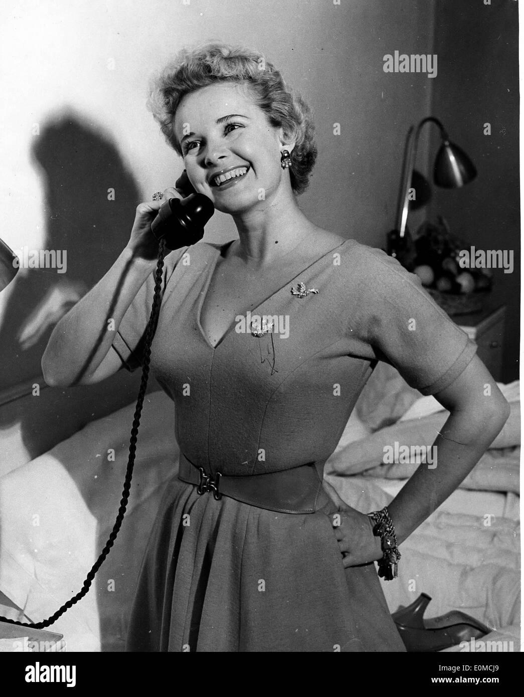 Actress Mona Freeman on the phone at the Savoy Hotel - Stock Image