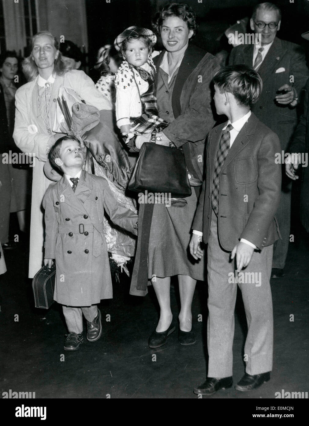 Actress Ingrid Bergman with her children in London Stock Photo