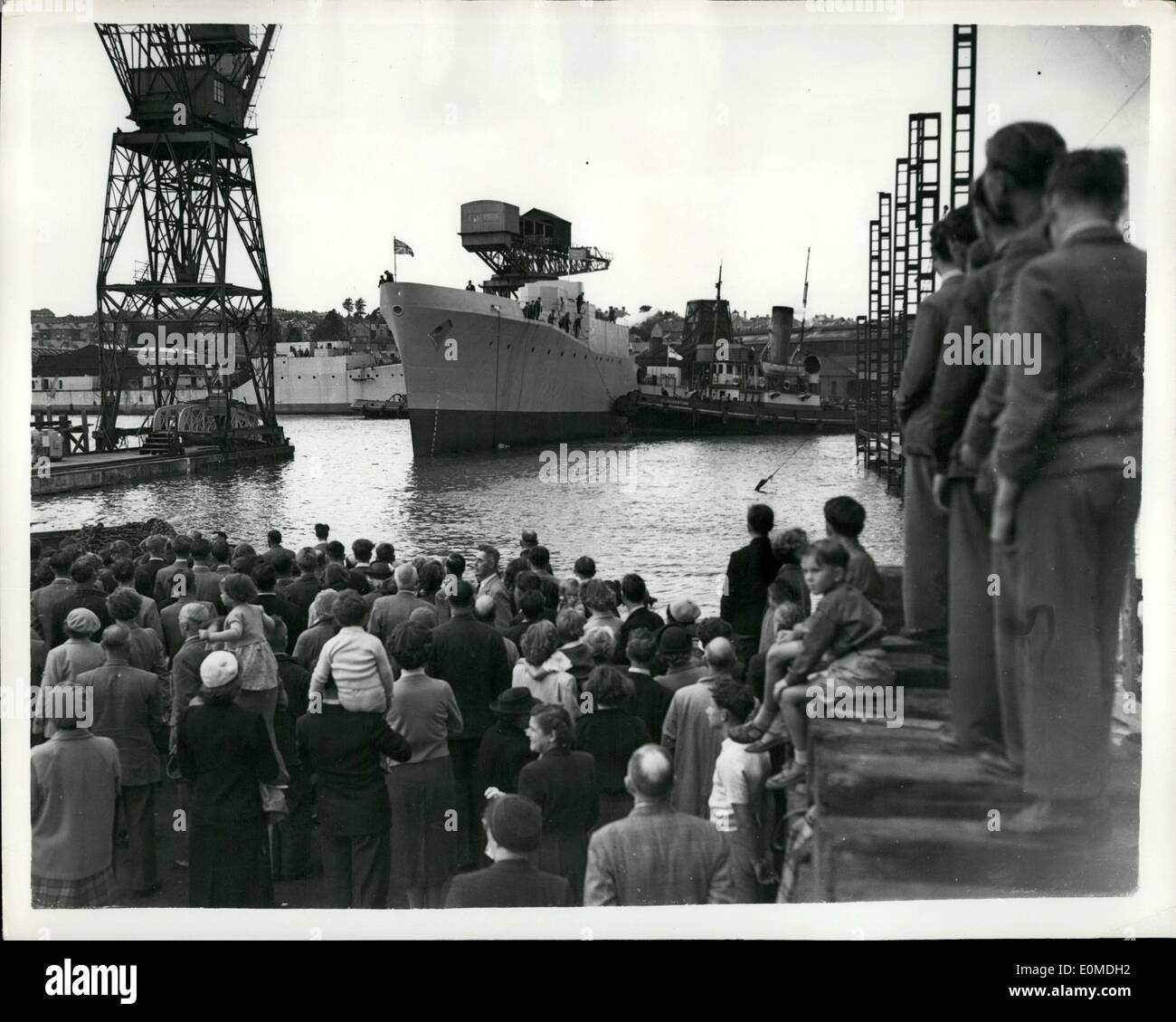 Sep. 09, 1954 - New anti-submarine frigate launched at Cowes. H.M.S. Grafton.: H.M.S. Grafton, an anti-submarine frigate was launched by Lady Grantham,wife of Admiral Sir Gut Grantham K.C.B., C.B.E., D.S.O. who is to take over from Admiral Lord Mountbatten as C. in C. Mediterranean-at the Samuel White Shipyard Cowes, this afternoon. The vessel is 310feet long with a beam of 33 feet and is powered by geared system turbines of advanced design, she is armed with three Bofors guns and two three-barrelled anti-submarine mortars of the same design as fitted to H.M.S. Rocket - Stock Image