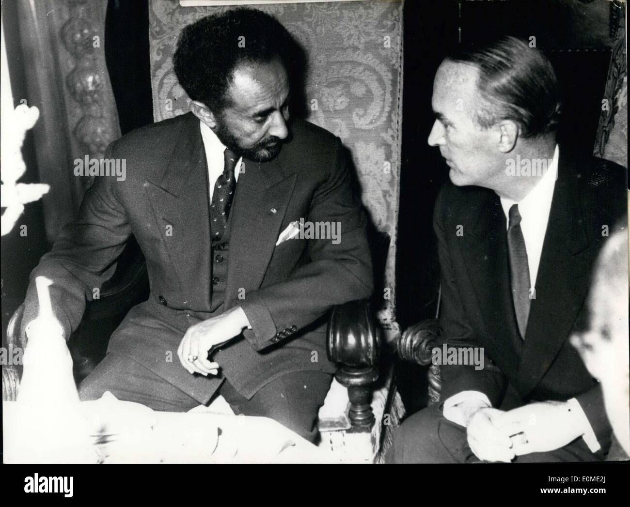 Nov. 11, 1954 - Haile Selassie negotiates with Krupp. The high point of the tour of Ethiopian Kaiser Haile Selassie I through the Ruhr region of German. He speaks with industrialist Alfried Krupp at Villa H?gel in Essen. Pictured: The Kaiser in conversation with Krupp. - Stock Image