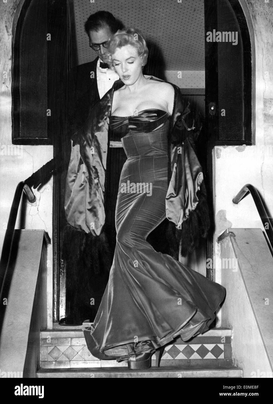 Starlet Marilyn Monroe going out with husband Arthur Miller Stock ...