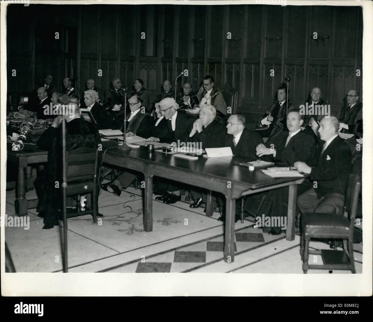 Nov. 11, 1954 - Court of Common Council's Meeting In The Restored Guildhall. The Court of Common Council's meeting which is the - Stock Image