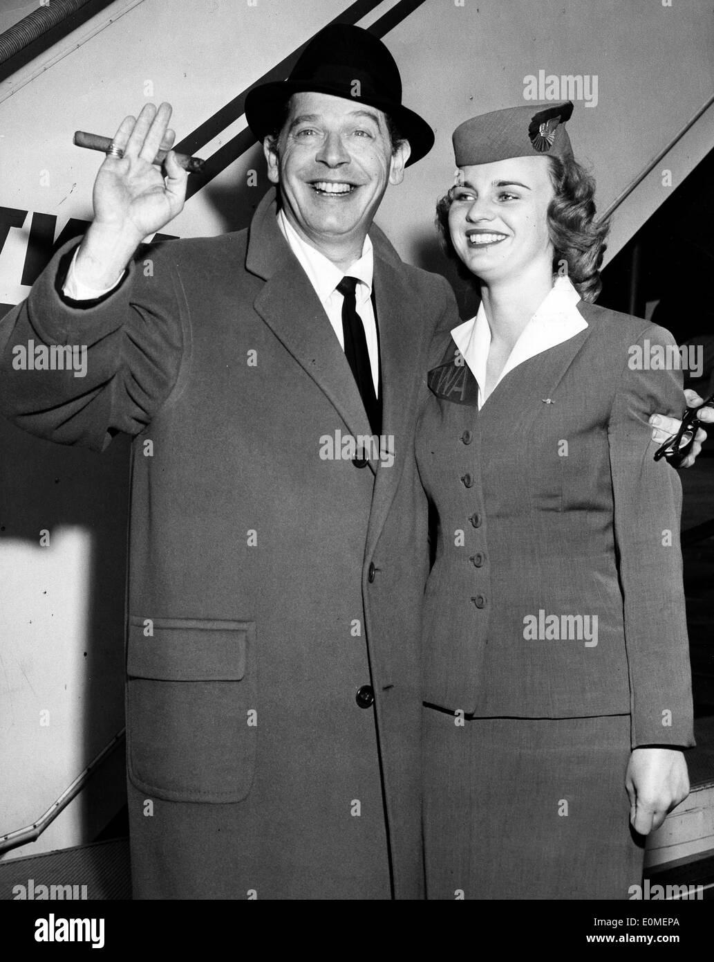 Comedian Milton Berle with TWA hostess Mary Ray - Stock Image