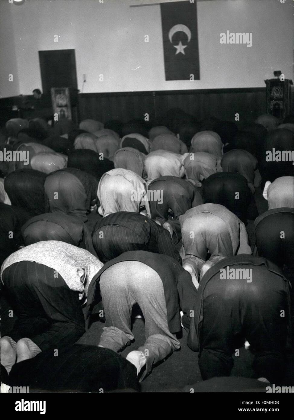 Jul. 07, 1955 - Nearly 1,000 muslims bowed their heads this morning at the German Museum to pray from Munich to Mecca for the biggest holiday in the Islamic calendar year, the Kurban Bayram. 3,000 muslims live in West Germany currently, 1,000 of which are in Munich. Wr - Stock Image