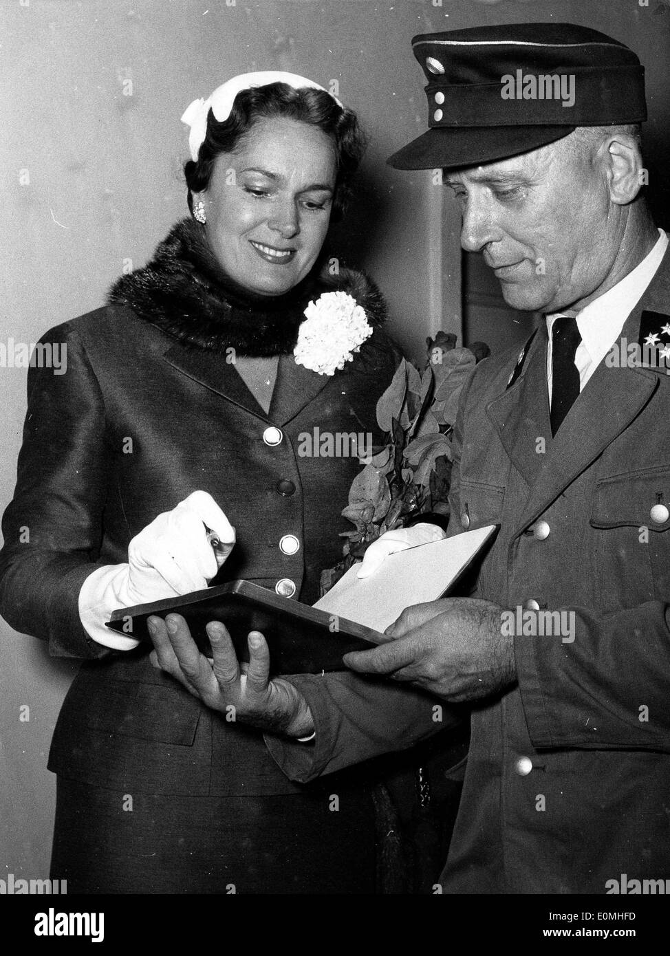 Begum Aga Khan signs an autograph at the airport - Stock Image